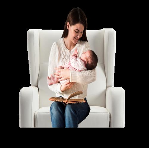 madre sentada sillón de lactancia palucas